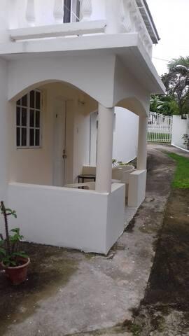 Jamaica Spacious Self-contained Studio