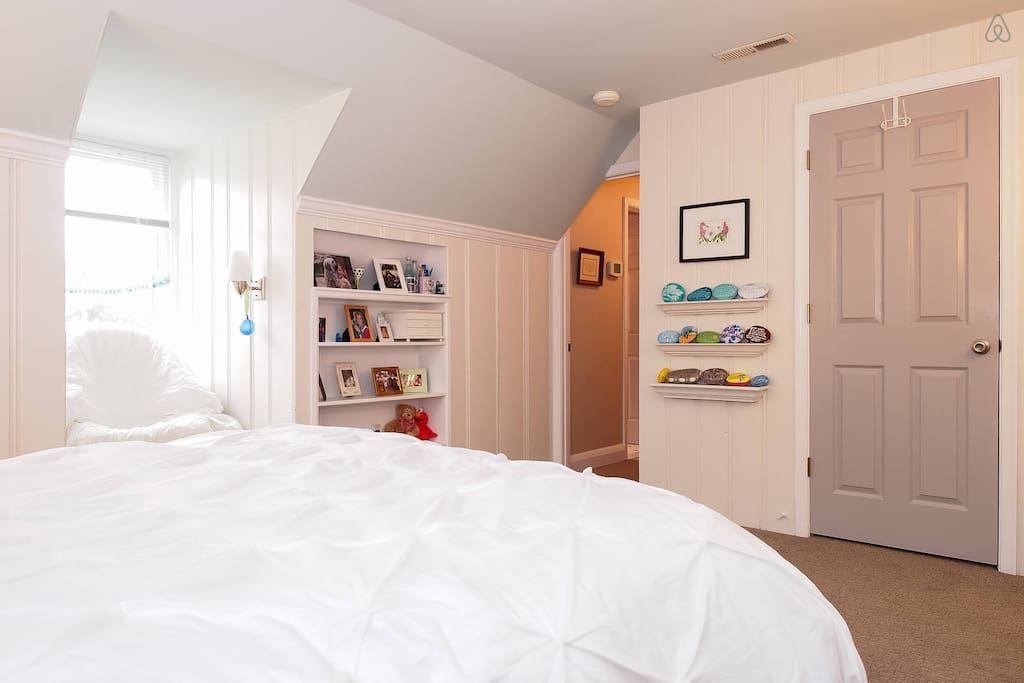 It is a peaceful place to stay, with lots of natural light!