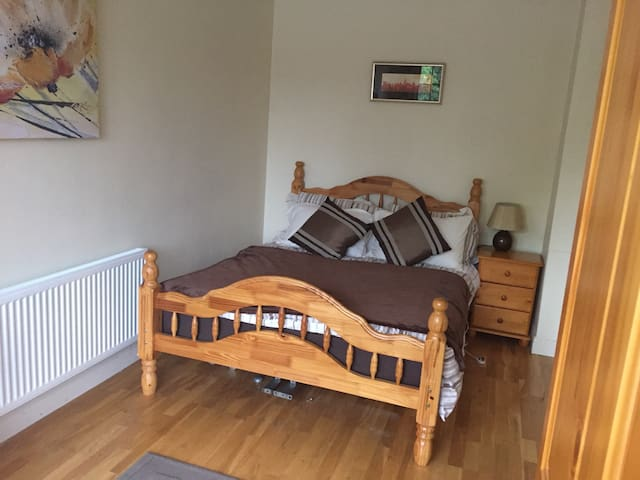 Double room -close to UHW Hospital