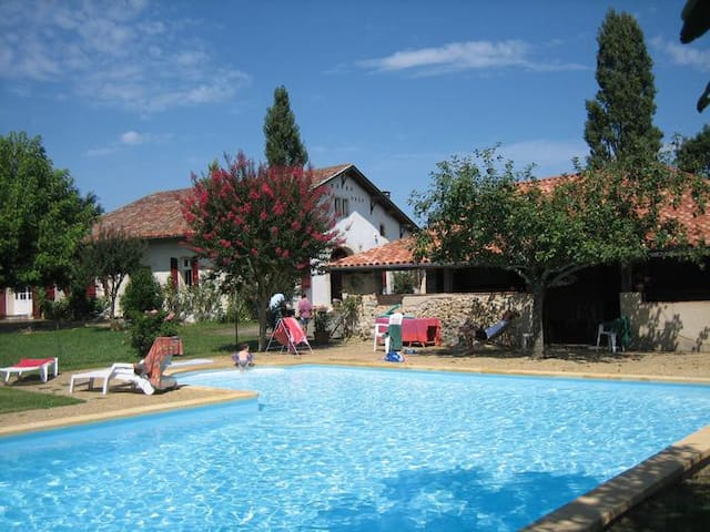 Big charming house 18 people + pool - Pouillon - Huis