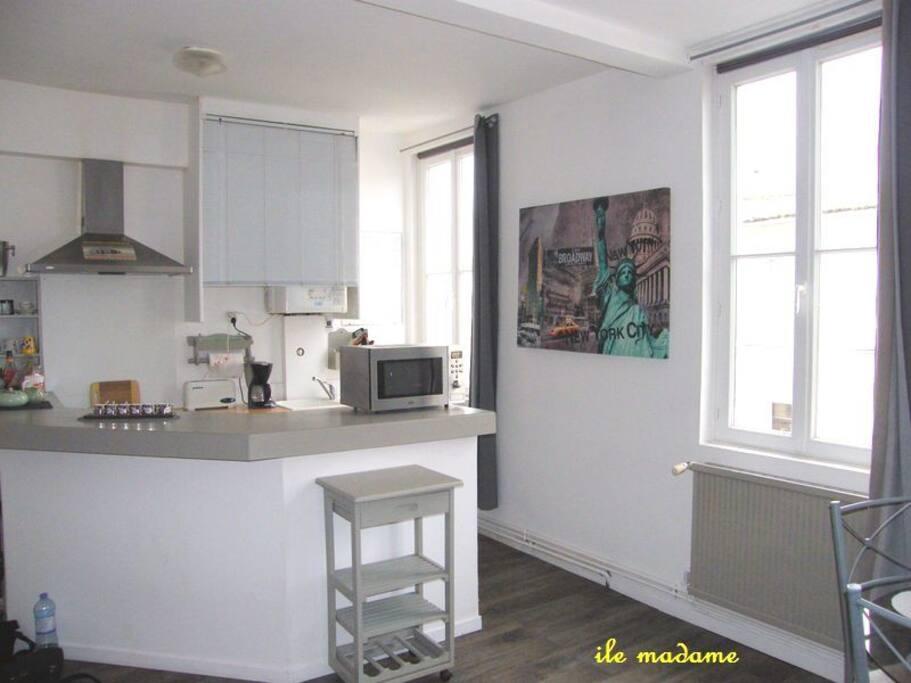 beau t2 proche thermes et centre wohnungen zur miete in rochefort poitou charentes frankreich. Black Bedroom Furniture Sets. Home Design Ideas