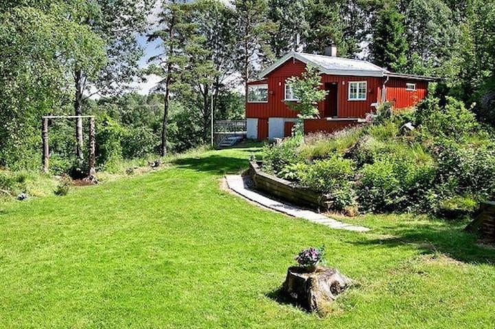 Idyllisk hytte 45 minutter fra Oslo - Hurum