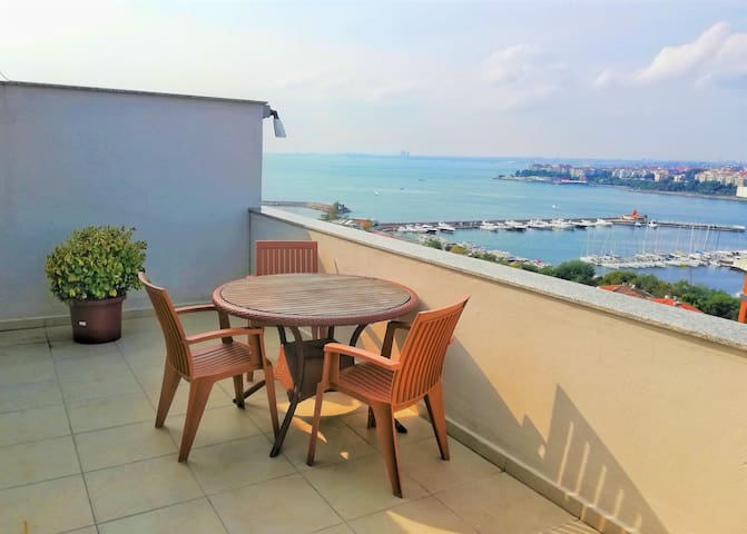 Cosy House with an Amazing Sea View Terrace