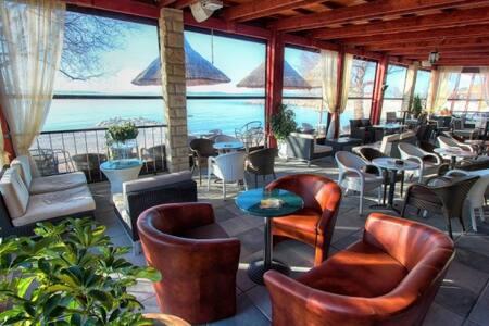 Stylish New Bedroom, Walk to Beach - Split - Wohnung