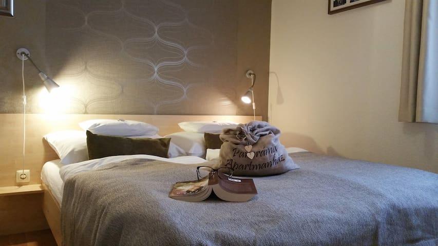 Kuckó teraszos apartman , Panoráma Apartman ház