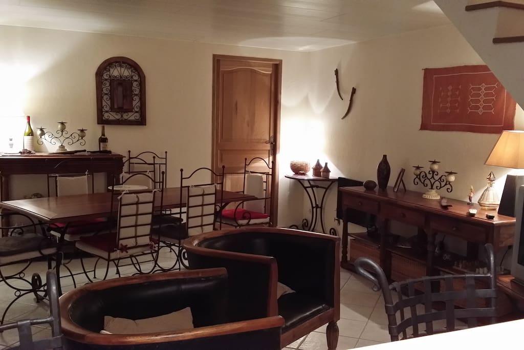 5mm bourges grand t2 dans maison maisons louer fussy centre france. Black Bedroom Furniture Sets. Home Design Ideas