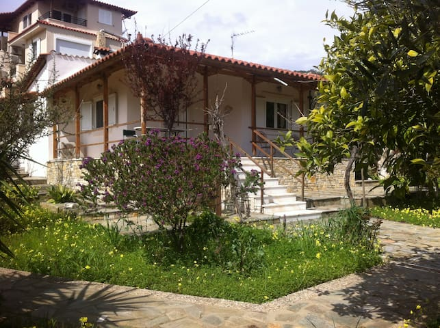Summer House Rent - Nea Makri - Ev