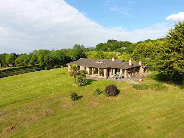 Lake shore home near Ballina/Killaloe