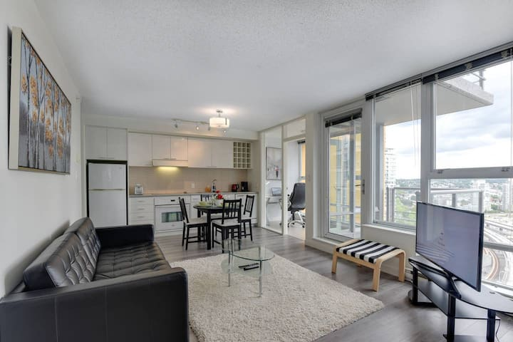 BC Place/ Modern 1BR with a nice balcony