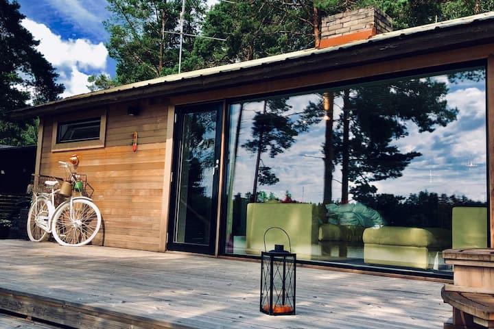 (Sauna & Bathtub) Finnish cottage at the lakeside!