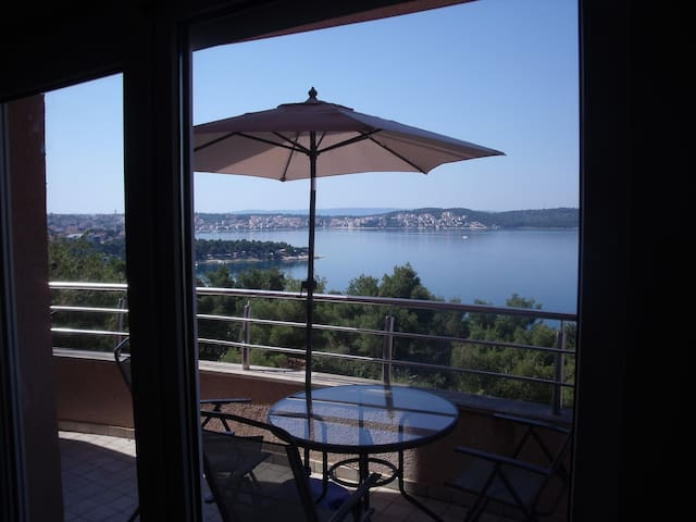 Sea View Apartment Trogir - Trogir - Apartmen