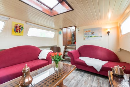 Kleines Hausboot, little houseboat - Loď