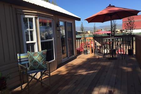 Mortensen's Cozy Getaway - Salinas