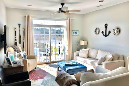 Top floor condo with free parking and beach bikes!