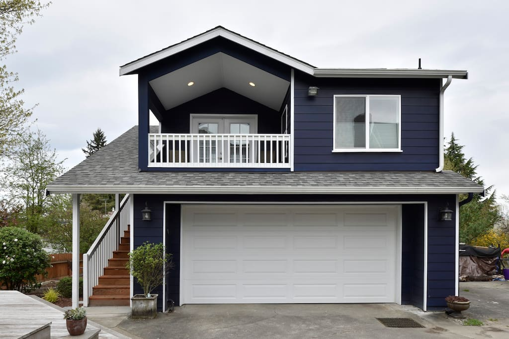 Quaint backyard cottage in seattle guesthouses for rent for Seattle backyard cottage