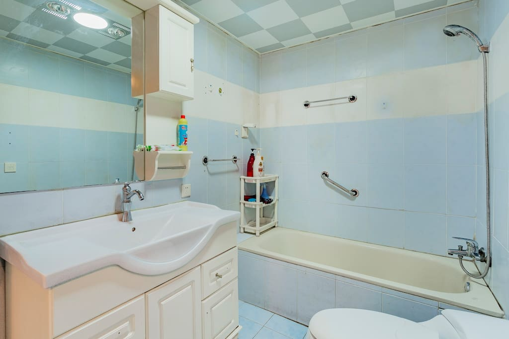 带浴缸的卫生间