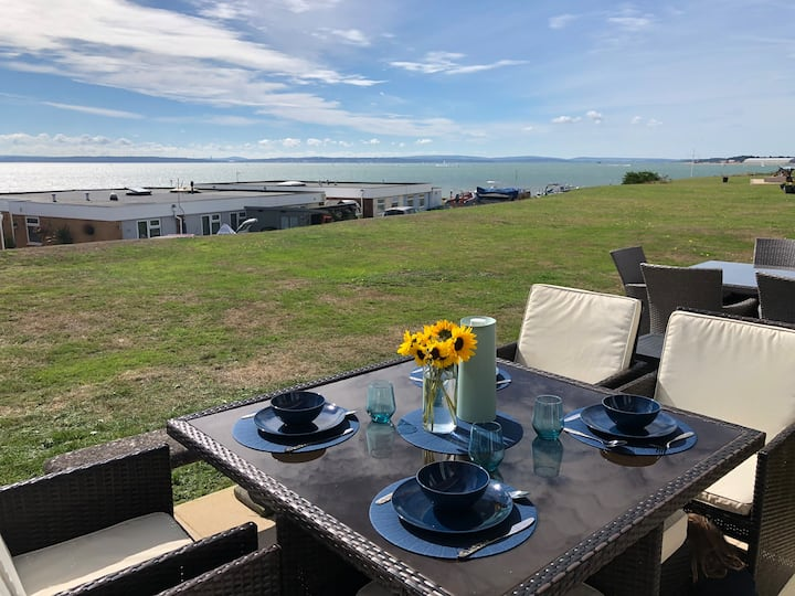 Sea Views, quiet, relaxed, newly refurbed, Chalet