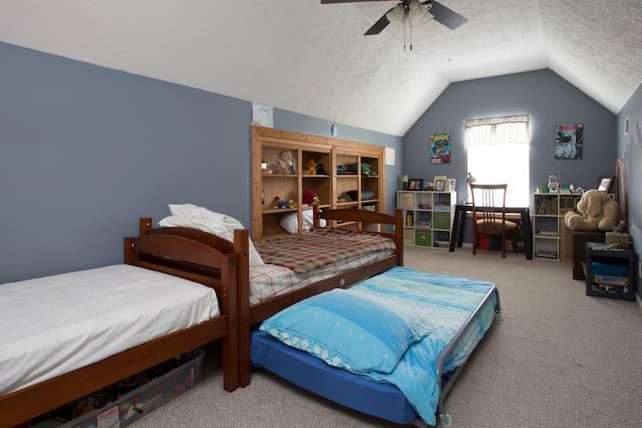 110: Attic Abode Multi People Room