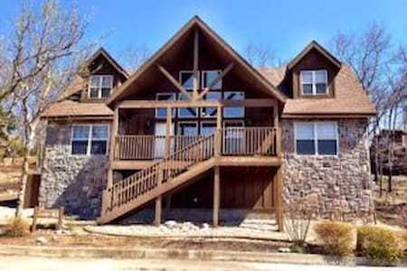 Quiet 4BD Chalet with loads of fun - Reeds Spring - Casa