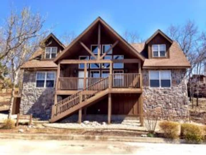 Quiet 4BD Chalet with loads of fun