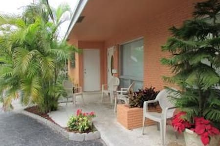 SunnyHome 1.5 Miles From The Beach3 - Fort Lauderdale