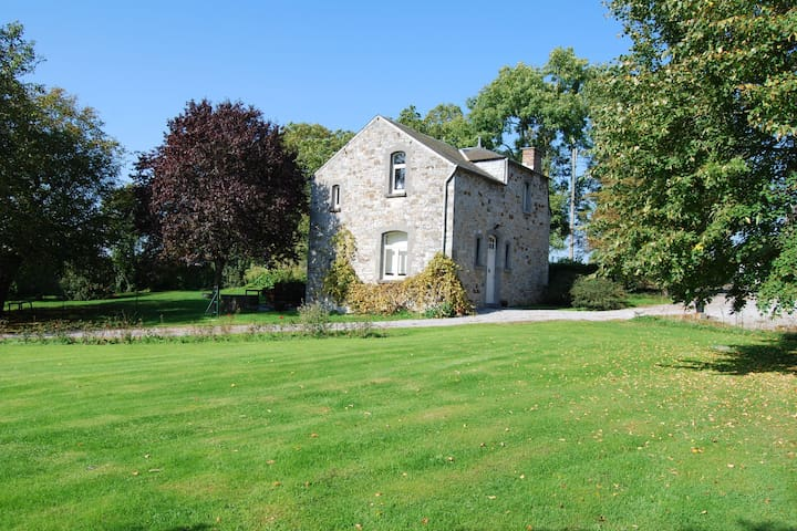 Beautifully renovated farmhouse with an enormous private garden.