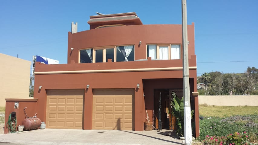 Beach House/and Wine Tours - Puerto Nuevo - Hus