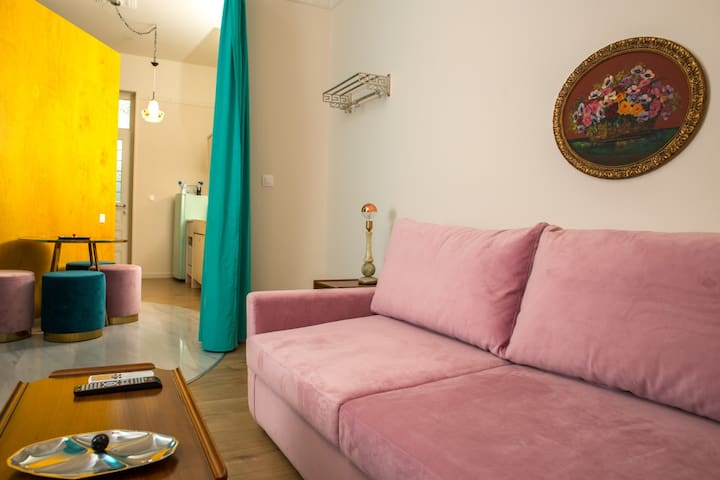 A luxurious place in Keramikos/Gazi-NO EXTRA FEES
