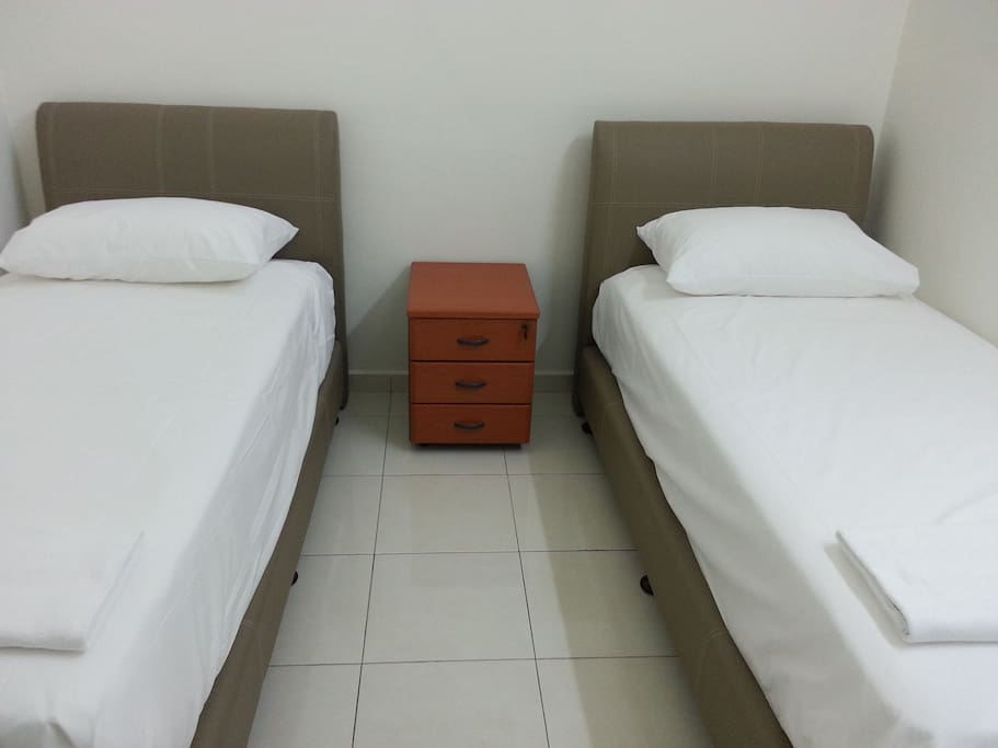 2 single bed, with Hotel standards Linen