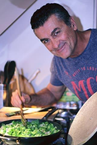 Un petit cours de cuisine créole avec un créole, ça vous tenterait?