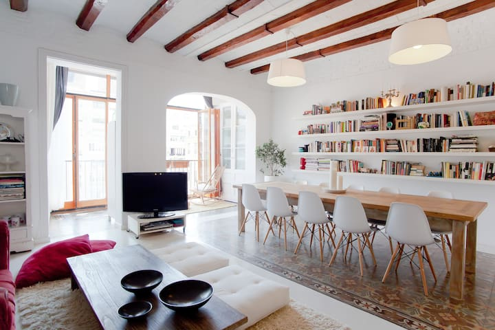 CHARMING, VERY SPACIOUS & BEST LOCATED - Barcellona - Appartamento