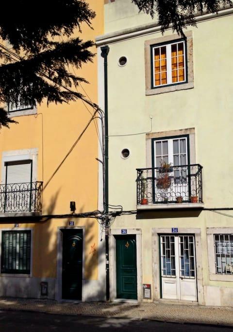 Anjos Light&Wood apartment: the buiding