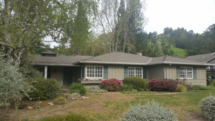 4BR Lafayette home, pool, walk to town/train to SF