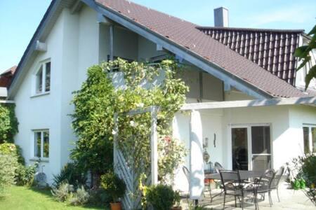 Schönes, großes Zimmer in Markgröningen - Markgröningen - Ház