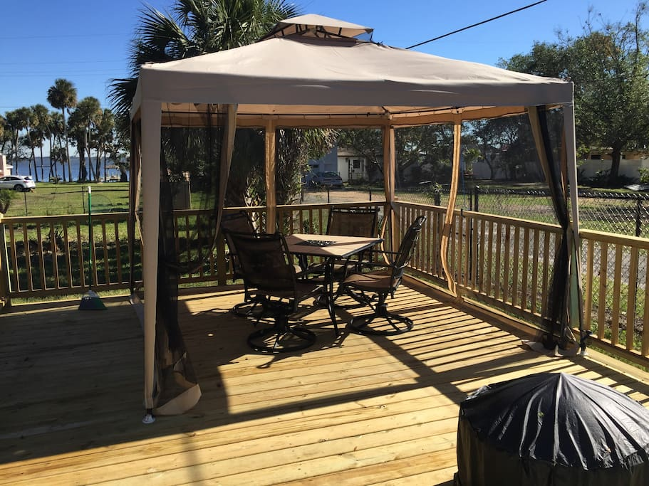Deck eating area