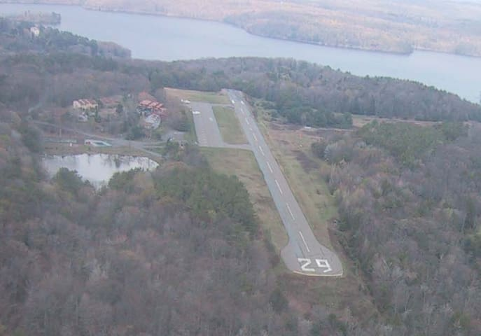 Beautiful Home on Private Runway - Greentown - Talo