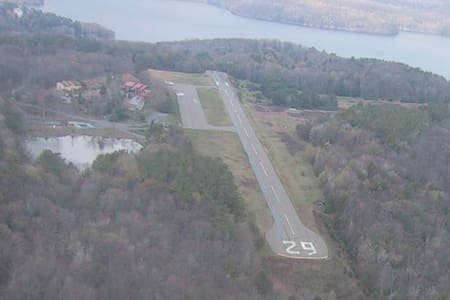 Beautiful Home on Private Runway - Greentown - Ház
