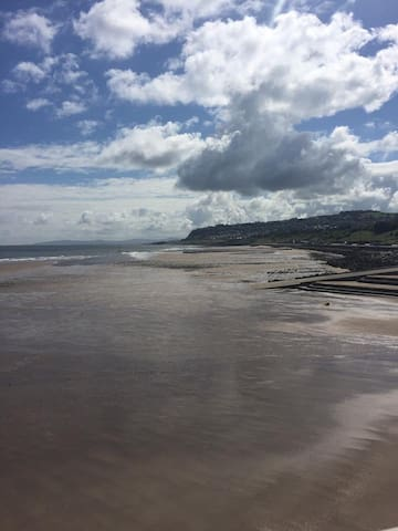 Awel-y-mor is close to the beach and town centre. - Llandudno - Huis