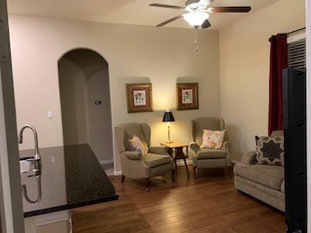 Quaint 2 bedroom casita on the outskirts of Austin