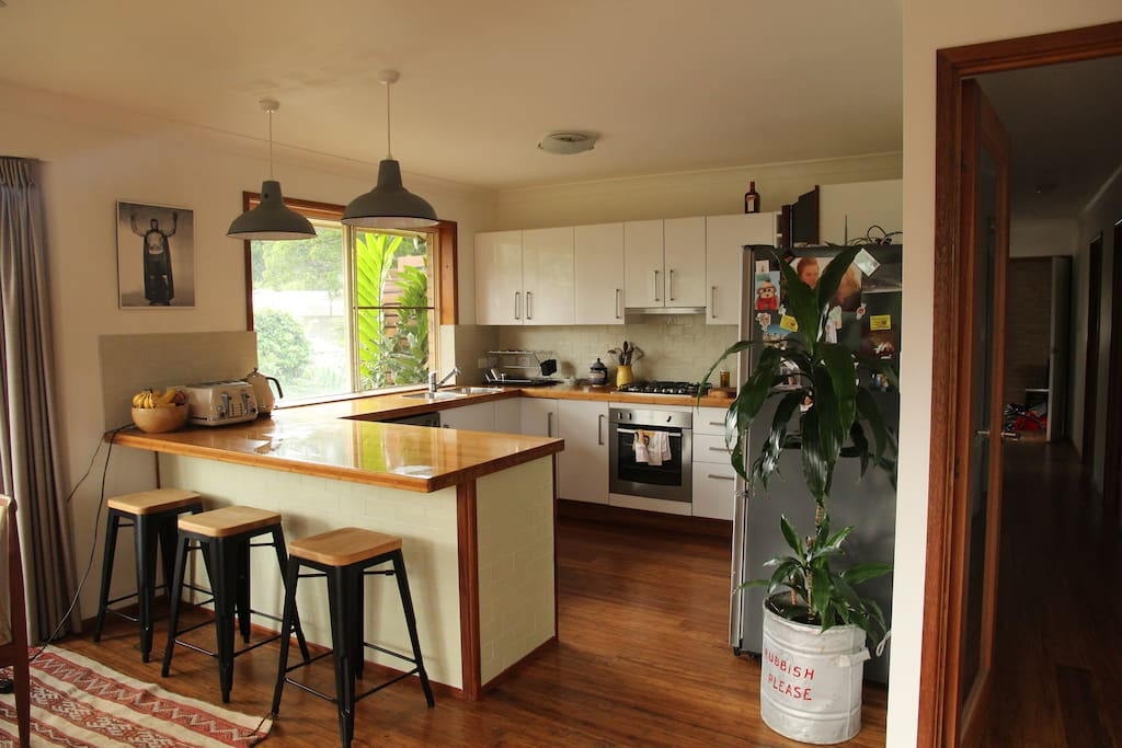Open kitchen - great for entertaining. Gas stove and oven, good quality knives,  pans etc
