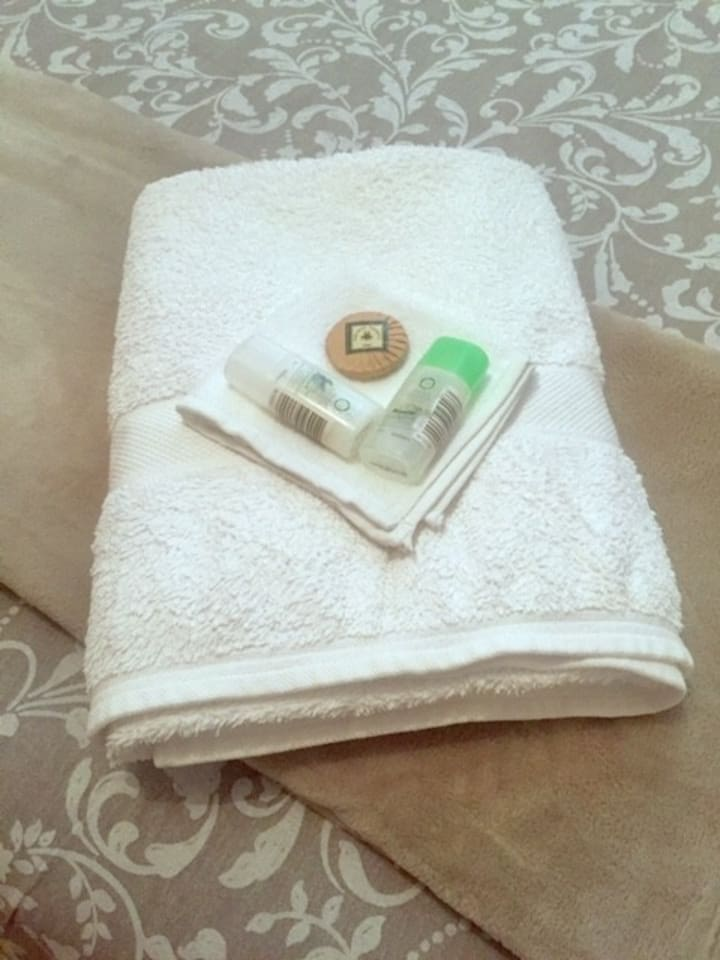 Bright, cosy, comfortable bedroom with fresh towels, plenty of extra linen, extra pillows & blankets. There is shampoo, conditioner, soap and bath gel for all guests.