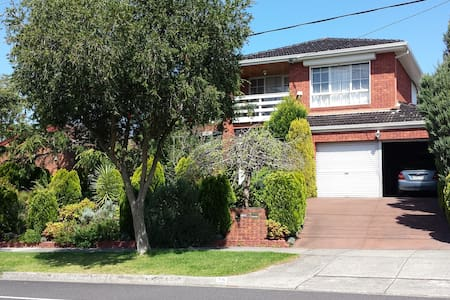 SINGLE $64; DOUBLE /TWIN SHARE $89 - Glen Waverley - Bed & Breakfast