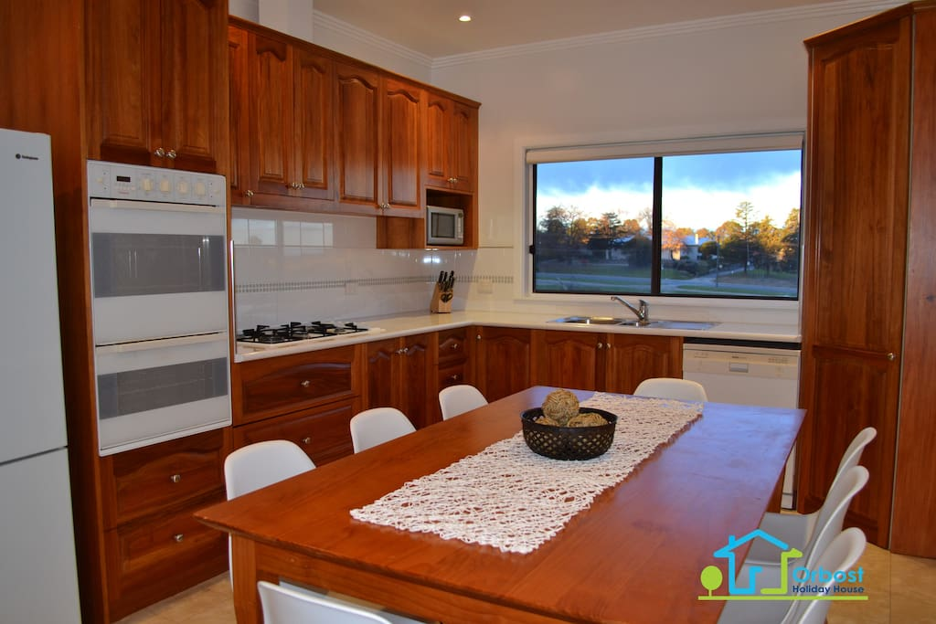 Fully equipped country kitchen with dining