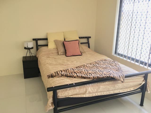Private Master Bedroom in Sharehouse