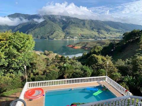La Casa Morada, Lago Calima.