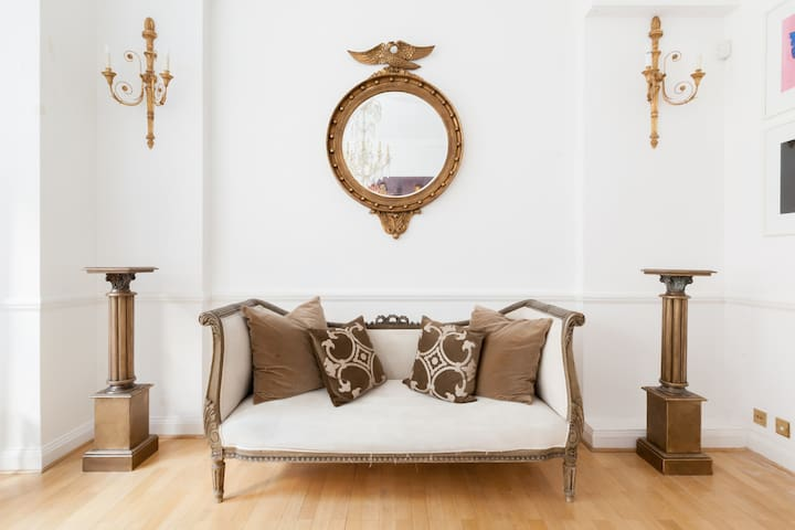 Bright  airy sitting room