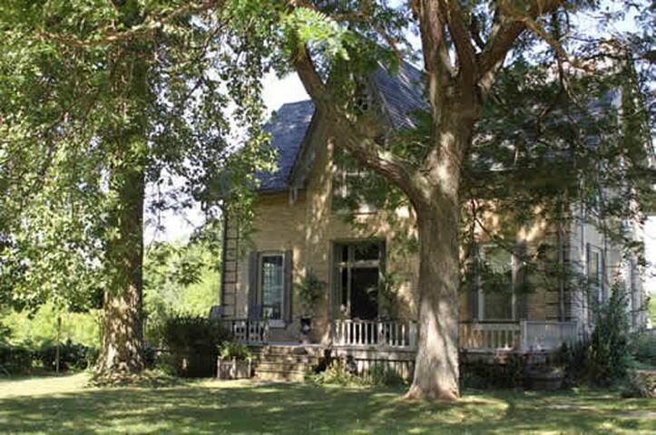 Cleadon House Bed & Breakfast - Komoka - Bed & Breakfast