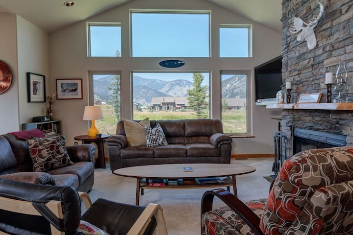 Big Sky - Gallatin River Retreat