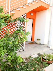 Flat with garden 5min from the sea - Arbatax - 아파트