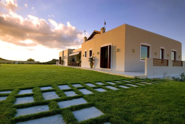 Massive 6 bedroom Luxury Villa - Heraklion - Ev